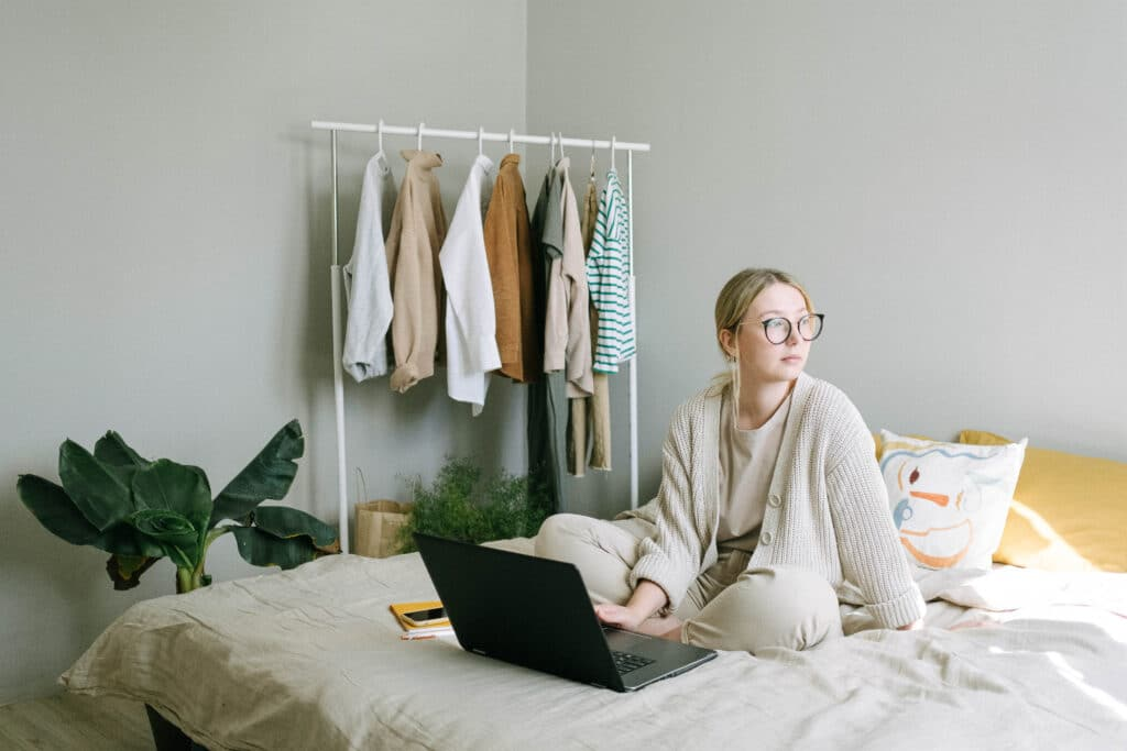 For most people, it's a struggle to completely leave work at the office when going home. This means that you carry the thoughts and ideas about work straight into your house. As a result, you kick up your feet and relax on the couch, but you find yourself constantly thinking about the office.
